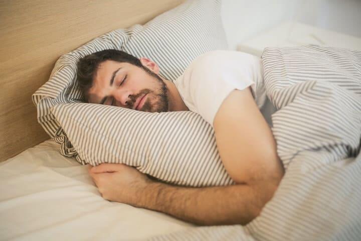 Chạy bộ đều đặn làm bạn dễ đi vào giấc ngủ, ngủ sâu hơn