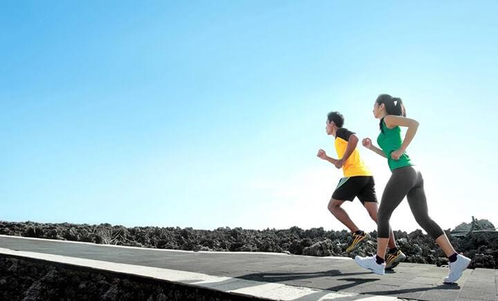 Duy trì tốc độ ổn định trên quãng đường dài giúp bạn chạy bộ không bị to chân.