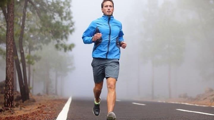 chạy bộ là phương pháp đơn giản nhưng hiệu quả cao trong việc giảm mỡ bụng