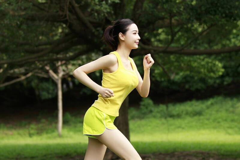 Chạy bộ tại chỗ có giảm cân không? Giảm mỡ bụng không?
