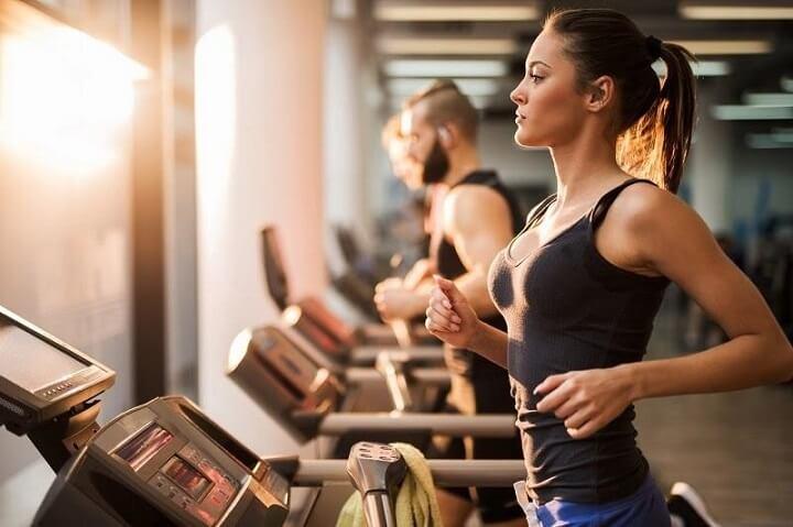 Cơ thể trở nên săn chắc hơn nhờ chạy bộ thể dục buổi chiều thường xuyên