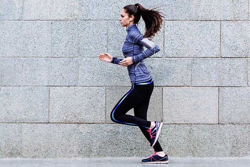 Chạy bước nhỏ tại chỗ là phương pháp tập luyện hiệu quả dành cho những người bận rộn