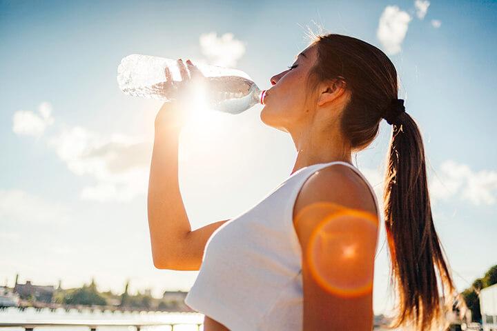 Duy trì lượng nước đủ để cơ thể không mệt mỏi.