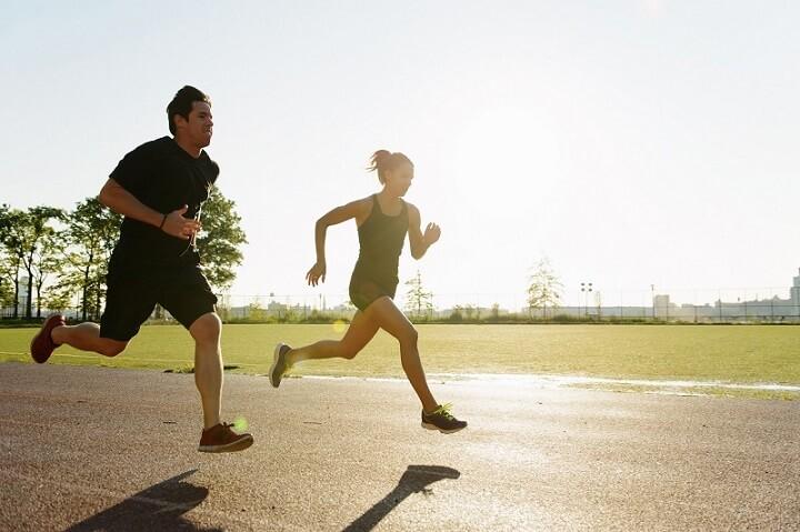 Nên chạy sải bước thay vì chạy bước ngắn giúp chân không to