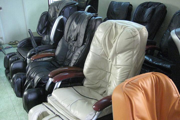 Ghế massage thanh lý là loại mặt hàng tồn đọng, đã cũ với số lượng không nhiều.