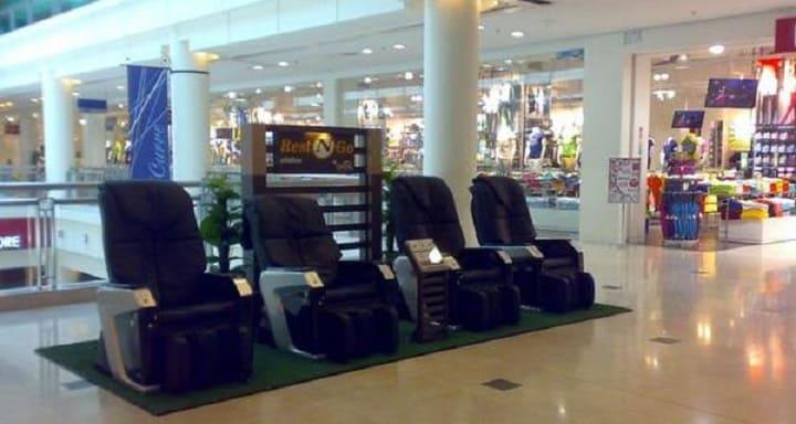 Có nên mua ghế massage ở siêu thị?