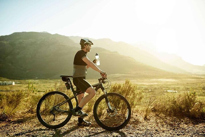 Bạn nên đạp xe lúc sáng sớm hoặc xế chiều sẽ tốt hơn
