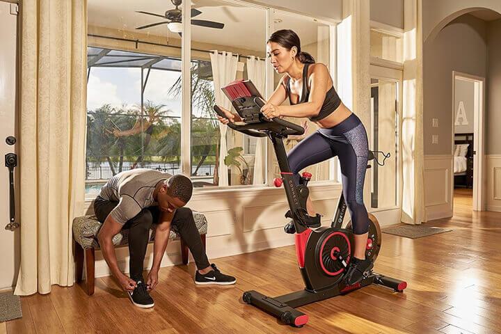 Đạp xe là bài tập thể dục giúp tiêu hao mỡ thừa cực tốt