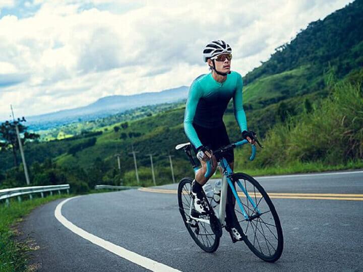 Tăng tốc độ đạp xe khi đã thành thục giúp tiêu hao được nhiều mỡ thừa