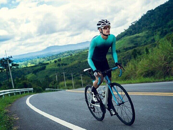Đạp xe thể dục buổi sáng hỗ trợ giảm cân rất tốt