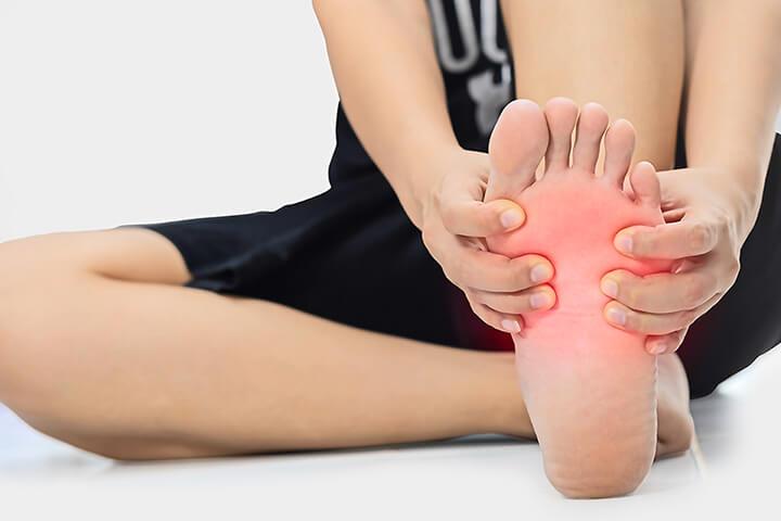 Đau nhức lòng bàn chân tiềm ẩn nhiều nguy cơ nguy hiểm khác nhau