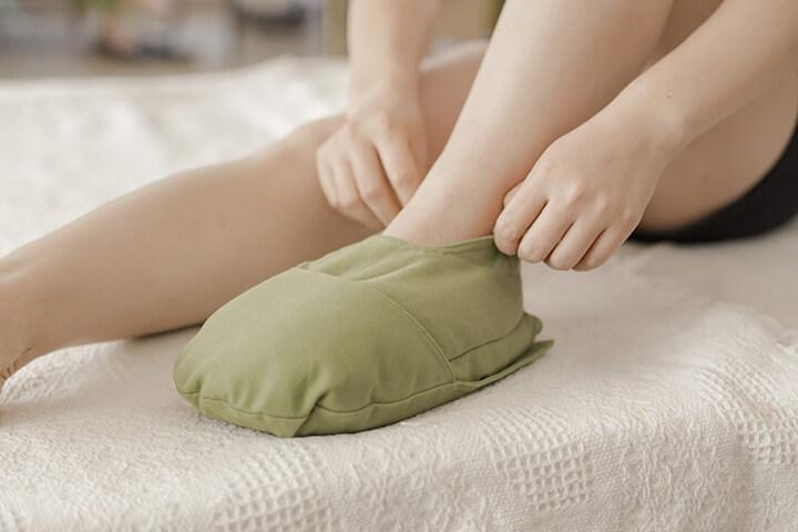 Chườm lạnh lòng bàn chân giúp giảm nhanh cơn đau