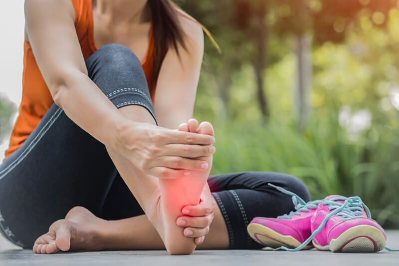 Đau nhức lòng bàn chân: Nguyên nhân và cách điều trị hiệu quả