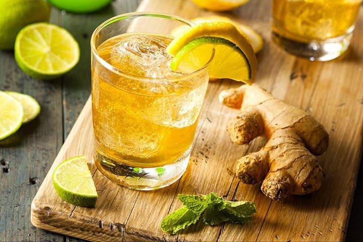 Detox chanh và gừng nên uống vào buổi sáng và trước khi đi ngủ