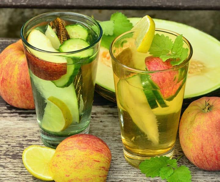 Cách giảm cân detox là sử dụng dứa và táo vừa thơm ngon lại tốt cho sức khỏe