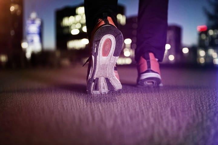 Đi bộ buổi tối giúp hệ tiêu hóa hoạt động tốt hơn