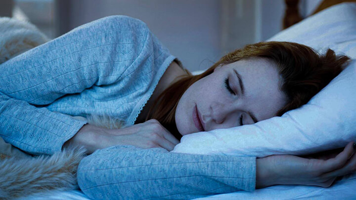Đi bộ buổi tối giúp bạn ngủ ngon, ngủ sâu giấc hơn