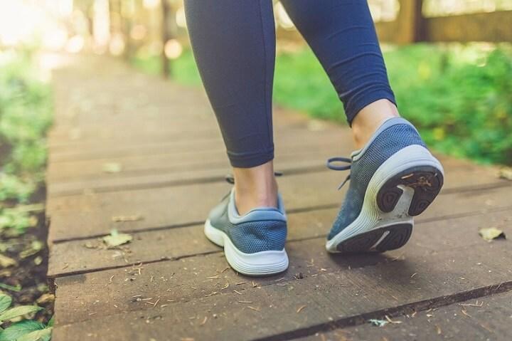 Các chuyên gia sức khỏe thường khuyến khích mọi người giảm cân bằng hình thức đi bộ vì đây là cách tập luyện gần gũi, dễ dàng