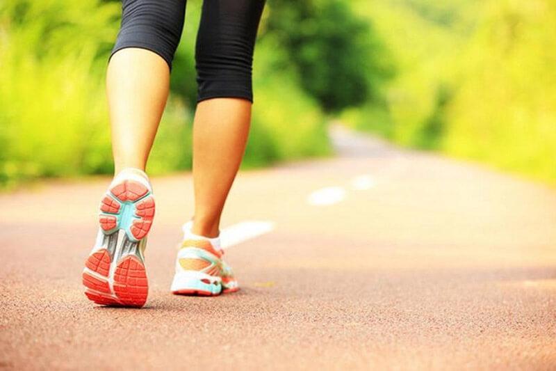 (Giải đáp) Đi bộ có to chân không? Cách đi bộ giúp chân thon gọn