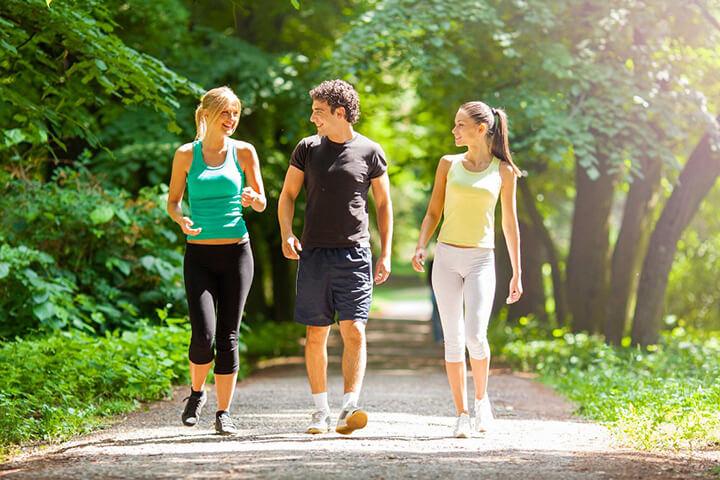 Đi bộ là hoạt động di chuyển với tốc độ chậm rãi, có lợi cho sức khỏe