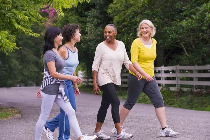 Đi bộ thường xuyên có thể làm giảm tỷ lệ mắc nhiều bệnh liên quan đến stress,