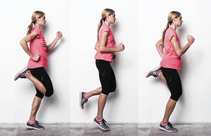 Gót chạm mông giúp tăng cường hoạt động khớp gối.