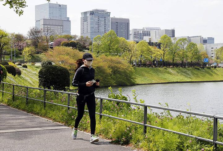 Đi bộ đúng tư thế giúp nâng cao hiệu quả tập luyện.