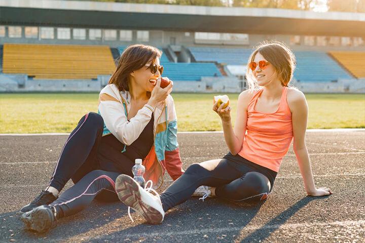 Nghỉ ngơi sau khi đi bộ giúp cơ thể được thư giãn, phục hồi sau buổi tập.