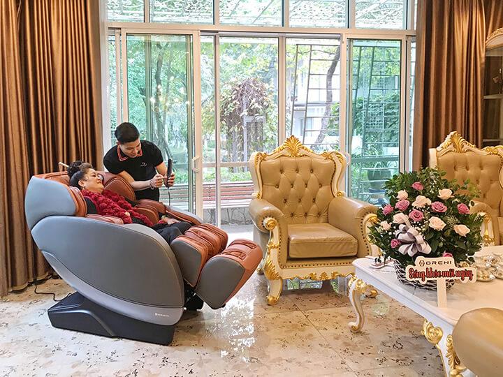 Quý khách sẽ được chăm sóc tận tình với chính sách ưu đãi cao nhất khi mua ghế massage.