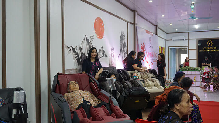 """Ghế massage toàn thân là """"chuyên gia trị liệu và chăm sóc sức khỏe"""" cho cả gia đình"""