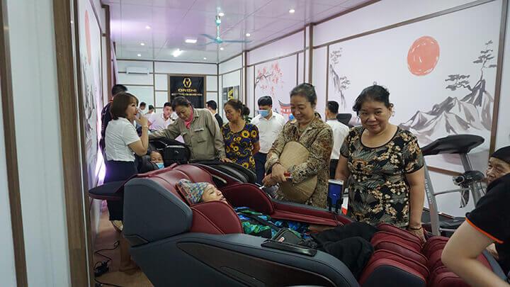 Khách hàng luôn đánh giá cao chất lượng ghế massage Oreni Việt Nam