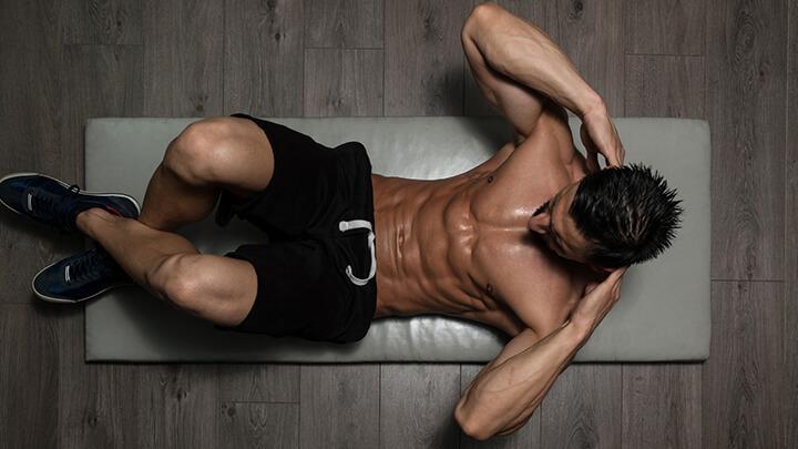 Gập bụng là bài tập đơn giản, dễ thực hiện cho cả nam và nữ.