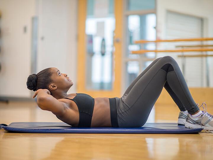 Bạn nên gập bụng tùy theo sức khỏe của mình để đạt hiệu quả tốt nhất