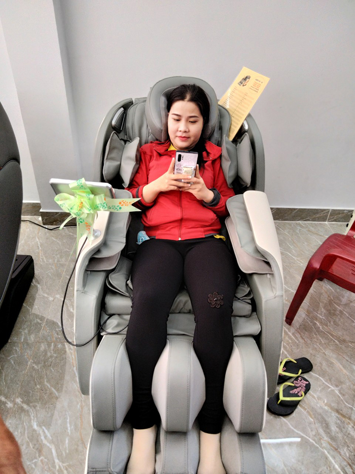 Quý khách được trải nghiệm miễn phí tất cả các sản phẩm ghế massage tại đây