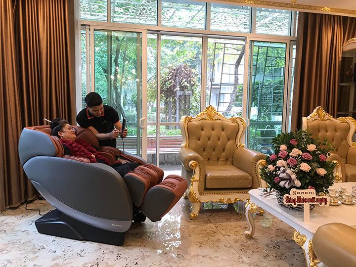 Sản phẩm ghế massage được giao và lắp đặt tại nhà miễn phí