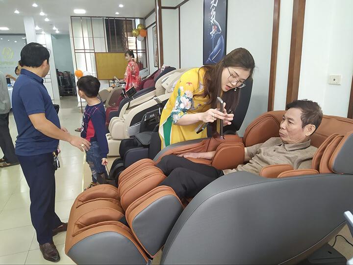 Chọn mua ghế massage toàn thân Oreni Việt Nam: hàng chất lượng, giá tốt, hậu mãi trọn đời