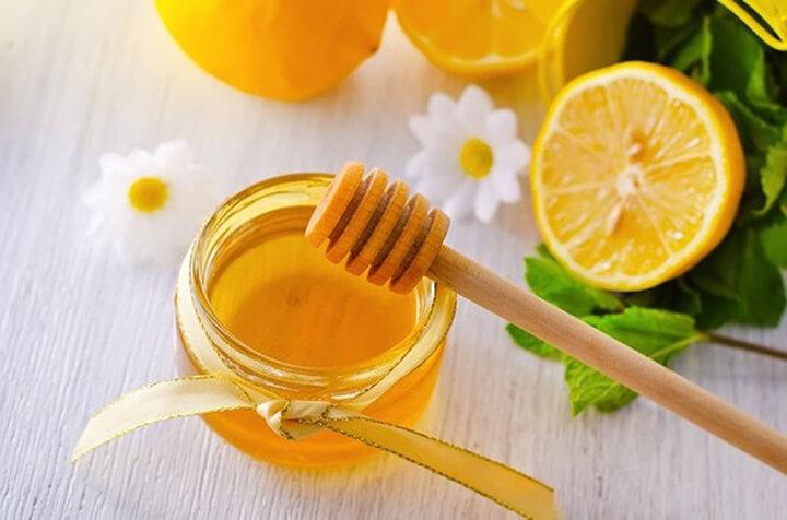 Uống mật ong pha nước chanh vào buổi sáng rất tốt cho sức khỏe