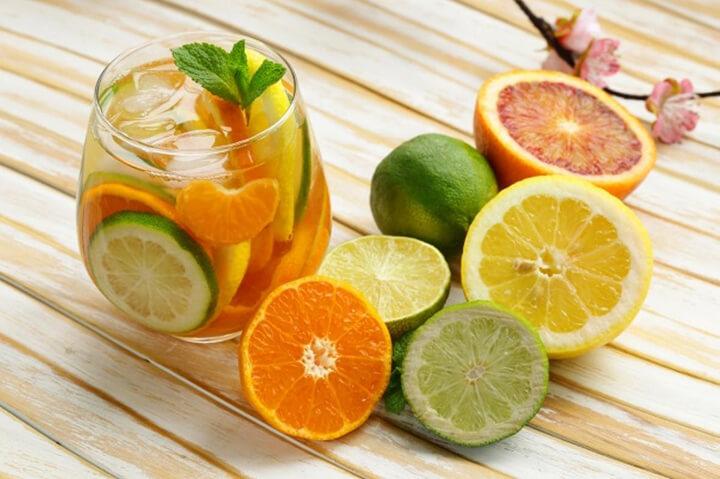 Nước detox chanh mật ong dễ uống, giúp tiêu hao mỡ thừa
