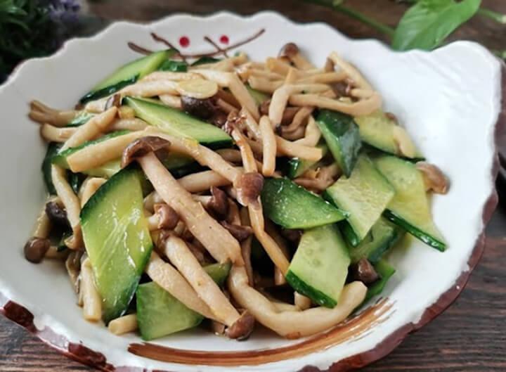Thêm vào thực đơn giảm cân bằng dưa chuột với nấm dễ dàng, ngon miệng