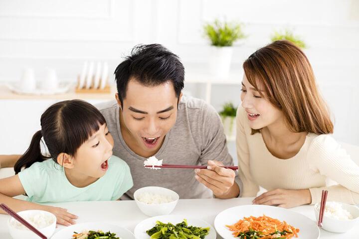 Ăn chậm nhai kỹ giúp bạn kiểm soát lượng calo hấp thụ
