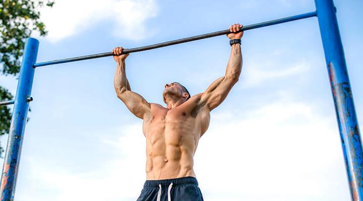 Mỗi ngày kéo xà sấp tay là giúp hạn chế gia tăng mỡ lưng cơ thể