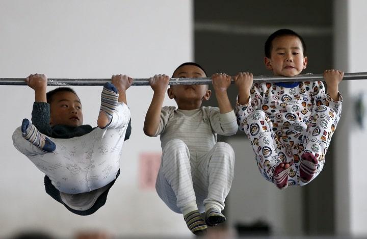 Hít xà đơn được áp dụng để tăng chiều cao từ nhỏ cho trẻ em
