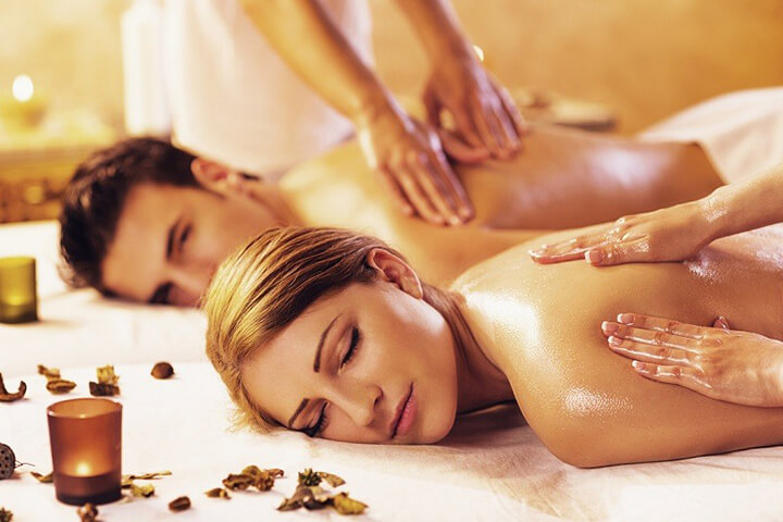 Khi massage bạn nên chọn loại dầu mát xa thích hợp, an toàn
