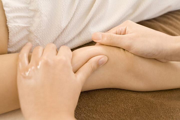 Giảm đau nhức cánh tay bằng các động tác massage nhẹ nhàng