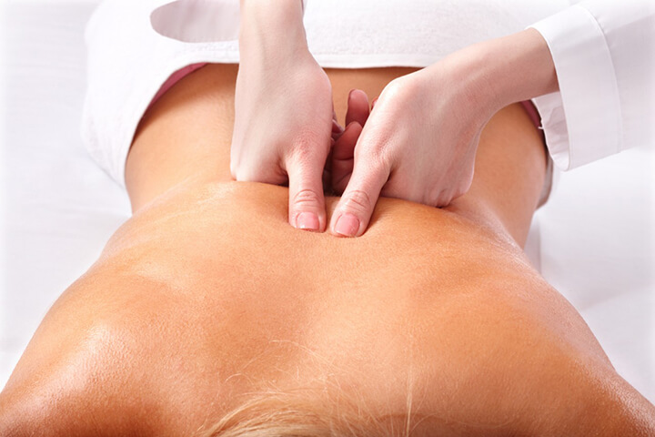 Massage lưng nên thực hiện lâu hơn một chút nhằm giảm đau hiệu quả