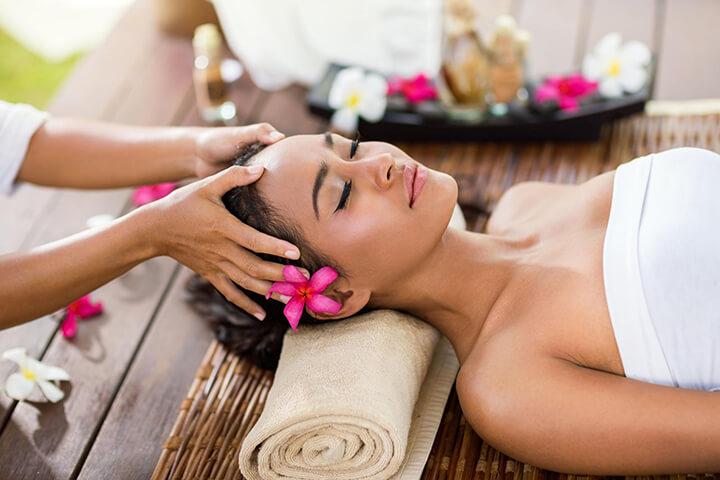 Massage đầu giúp bạn sảng khoái và minh mẫn hơn rất nhiều