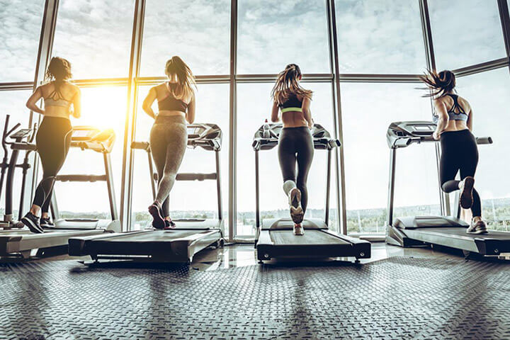 Sức khỏe tim mạch được cải thiện nhờ tập máy chạy bộ thường xuyên.