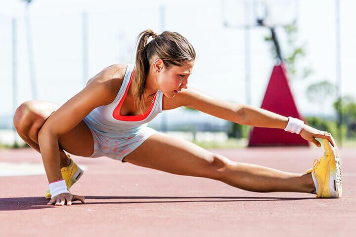 Khởi động là bước quan trọng bạn cần thực hiện trước khi chạy bộ.