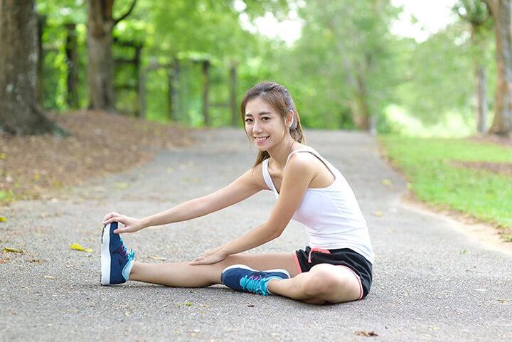 Khởi động kỹ giúp bạn phòng ngừa chấn thương hiệu quả khi chạy nhanh.