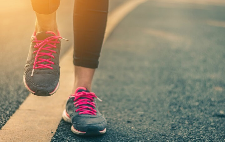Đi bộ nhiều có thể làm tình trạng to chân diễn ra nhanh hơn